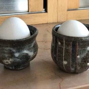 陶器のエッグスタンド