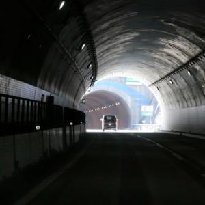 トンネルの照明は音符だった♪♪♪