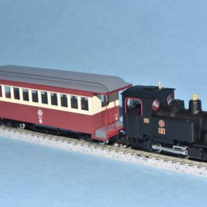 富井電鉄 猫屋線 蒸気機関車+客車(旧塗装)が入線しました。