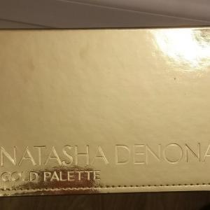 ナターシャデノナのアイシャドウ 発色が素晴らしい