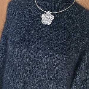 ネックから編むセーター 完成
