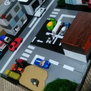 今回はトミカタウンらしきのを作ってみました。