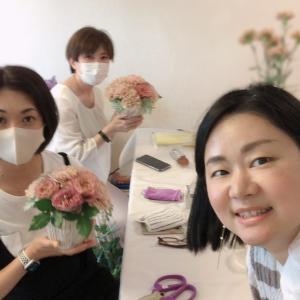 アンティークカラーで♪バラとカーネーションのアレンジメント【和光市初心者さん向け花教室】