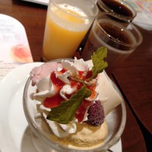 ストロベリーとミルクプリンのミニパルフェ