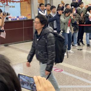 【乃木坂46】台湾の空港に降り立つ菊地さんの勇姿がこちら・・・
