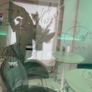"""""""あのメンバー""""の名前も!!!こんなに増えてたのか!?中田花奈の麻雀カフェに残された、来店メンバーのサインの数々がこちら!!!!!!"""