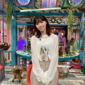 西野七瀬さん、シースルー衣装の真ん中に謎のキャラクターwww 可愛すぎるwwwwww