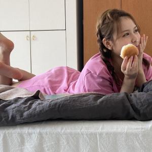 エッッッ!!??これはあざとすぎる・・・中村麗乃がベッドの上で・・・【乃木坂46】