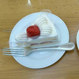 クリスマスケーキ、チョコ派?生クリーム派?  &コージーコーナーのショートケーキ