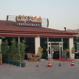 徒歩圏内にできたレストランへ!