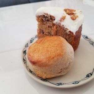 「favo」さんのスコーンとキャロットケーキ