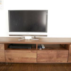 ゴチャゴチャ配線が見えづらいテレビ台とテレビ台収納を公開