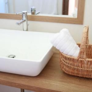 トイレや洗面台の隙間を埋めてお掃除を楽にする