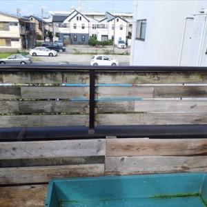 十数年放置した木の柵・・・流石に塗らないとなぁ