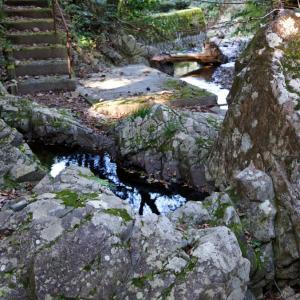 猿谷の石風呂(佐伯市上津川)
