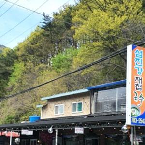 <川辺で楽しむ全羅南道(チョンラナムド)の味 - 蟾津江(ソムジンガン)オキシジミの澄まし汁麺(
