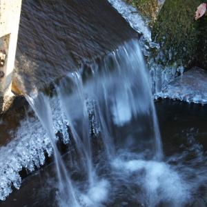 用水路に出来る氷が少ないですね。