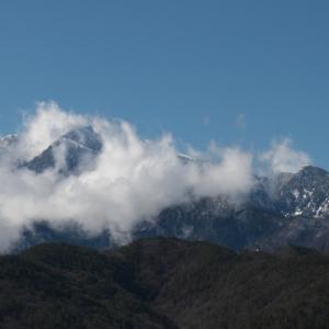 雲の中の甲斐駒ヶ岳。