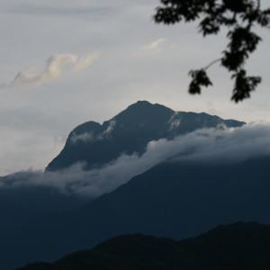すっきりとしたシルエットの甲斐駒ヶ岳。