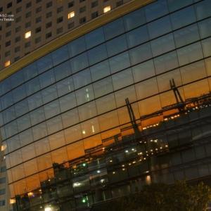 日の出を待つ窓