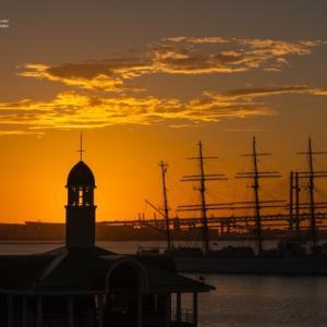 プカリ桟橋と帆船