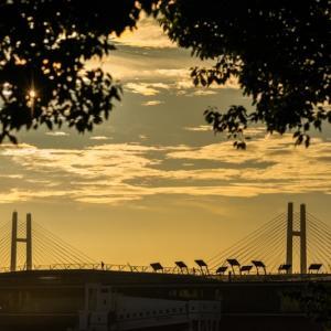 夜明けの大桟橋