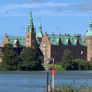 【観光】湖に浮かぶ美しい古城