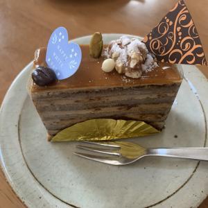 先週末もパティスリーYOSHIのケーキを食べてました。