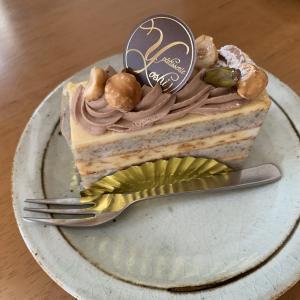 パティスリーYOSHIのケーキとマスク作成。