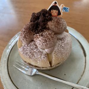 きょうのおやつはツルカフェのケーキ。