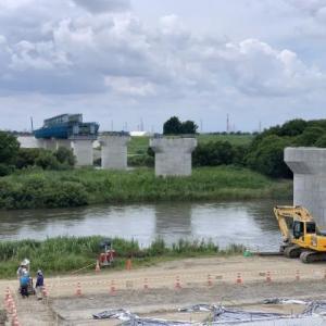 橋建設中の風景