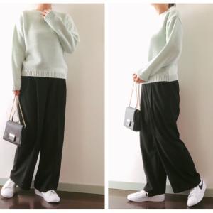 "GU「ライトグリーンセーター」790円で叶える、""春感""大人の白スニーカーコーデ"