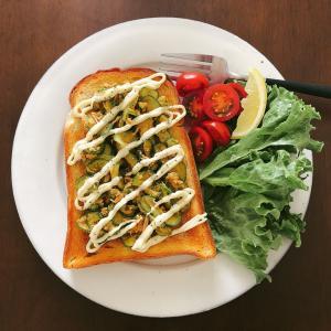 「食パン」でおうちモーニング♪きゅうりとツナのスパイシートーストがやみつき