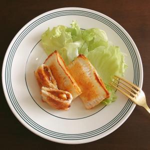 食パンでお手軽ホットサンド。レトルトカレーをパイ風で堪能!