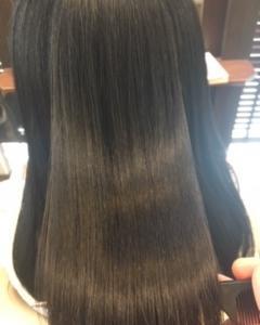 キレイな髪は見てて素敵ですね✨