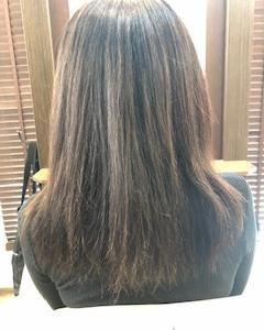 ハイライトなどブリーチした髪は縮毛矯正は注意です