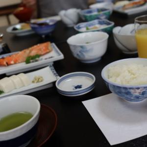 長野県 下諏訪温泉 旅館 おくむら 朝食編と宿泊代金。
