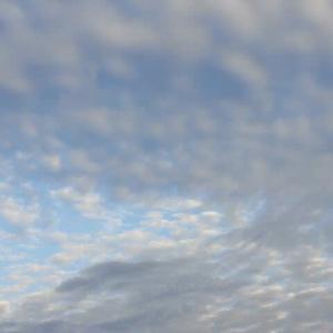 青空を 見たのは束の間 直ぐ曇る