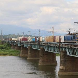 南へ向かう貨物EF510-507