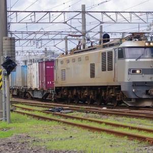駅に到着する貨物EF510-510