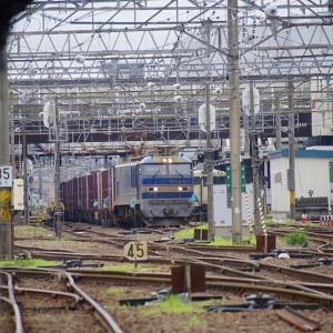 駅を発つ貨物EF510-501