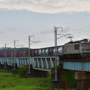 日曜日の貨物列車はタンク車重連EF510-510
