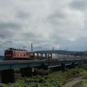 雨の合間の貨物EF510-4