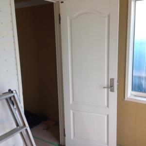 ドアとクッションフロア