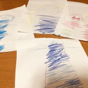 「子どもは芸術家」