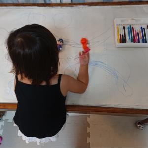 書くのが好きな娘のお絵かき★2歳10ヶ月の娘★
