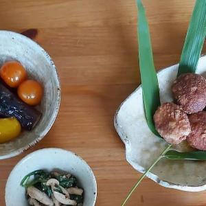 Gave Japanese vegan cooking workshop today. Tofuball, marinated vegetables, spinach & mushrooms dressed in sesame sauce, potato miso soup and rice. #tokyodollnlcookvegi #Japanesefood #japanesecuisine #washoku #shojincuisine #shojin #shojinryori #vegan #veganistisch #vegetarian #vegetarisch #veggie #vegannl #vegannederland #plantbased #meatfree #おうちごはん #lekkerkoken #lekkereten #japanseten #tofu #misosoup #utrecht