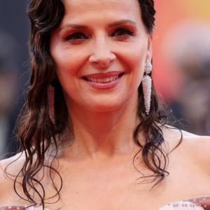 ベネチア国際映画祭 ずっと地味めで生きてきて、人生後半で華やかになる美女 ジュリエット・ビノシュ