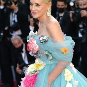 カンヌ映画祭のドレスチェック ラブリーデザインを着こなす還暦美女 シャロンストーン