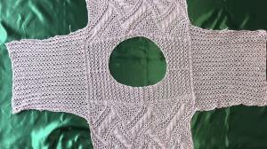 透かし編みのケーブルセーター(袖)